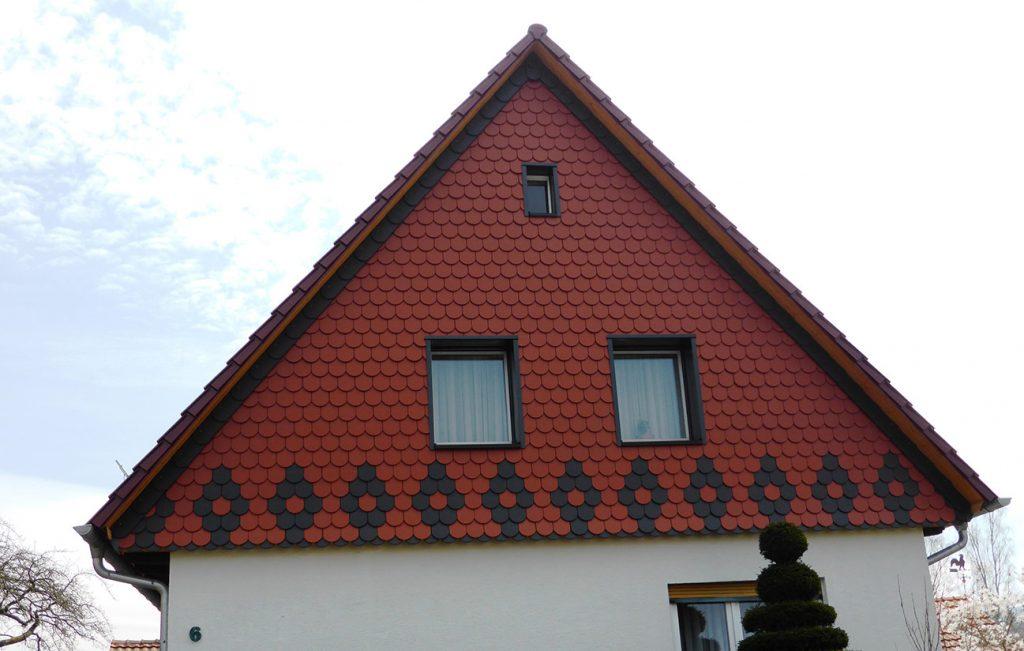 Biberschwanz-Giebel in Kaufungen, Arbeit der Engelhardt Dach & Wand GmbH