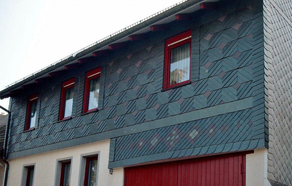 Schiefer-Fassade mit Ornamenten, Arbeit der Engelhardt Dach & Wand GmbH