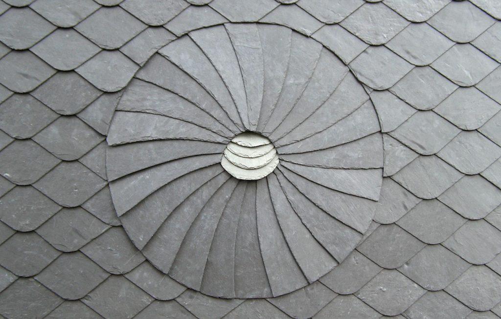 "Schiefer-Ornament ""Kreis"", Arbeit der Engelhardt Dach & Wand GmbH"