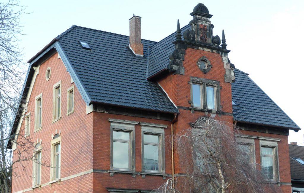Steildach eines Mehrfamillienhauses in Göttingen, Arbeit der Engelhardt Dach & Wand GmbH