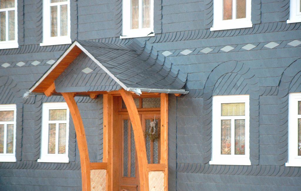Schiefer-Fassade in Eichstruth, Arbeit der Engelhardt Dach & Wand GmbH