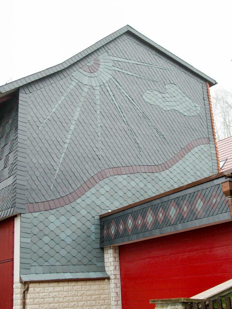 Naturschiefer-Fassade in Kalteneber, Arbeit der Engelhardt Dach & Wand GmbH