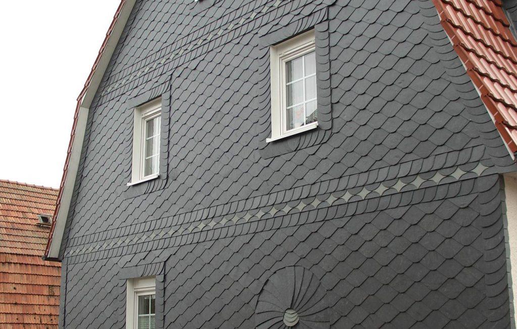 Naturschiefer-Fassade in Uder, Arbeit der Engelhardt Dach & Wand GmbH