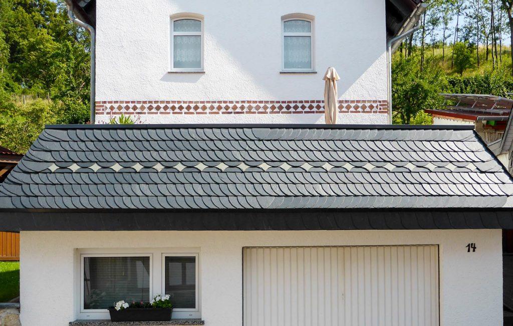 Schiefer-Deckung mit Ornamentgestaltung, Arbeit der Engelhardt Dach & Wand GmbH