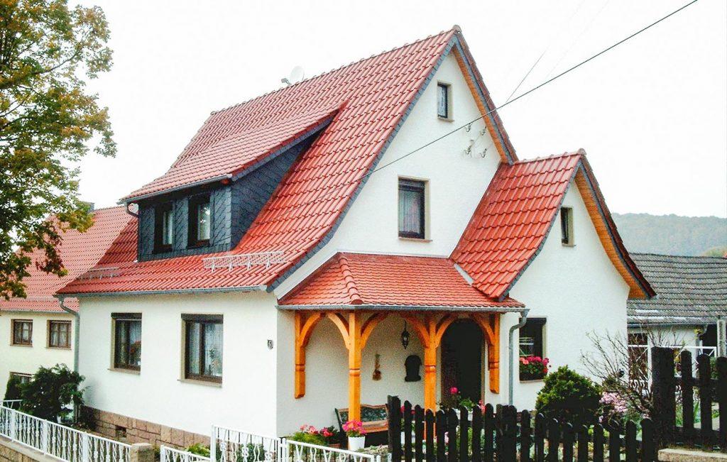 Steildach eines Einfamilienhauses in Eichstruth, Arbeit der Engelhardt Dach & Wand GmbH