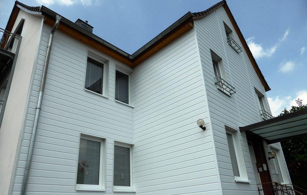 Sanierung Fassade mit Vinilyt in Hardegsen, Arbeit der Engelhardt Dach & Wand GmbH